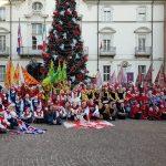 [PHOTOGALLERY] Gli sbandieratori e musici all'inaugurazione della casa di Babbo Natale a Palazzo Ottolenghi, Asti – 8 dicembre 2018